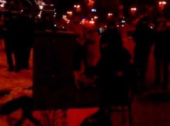 Екстреміст захопив піаніно під КМДА / Ukrainian activist playing beautiful