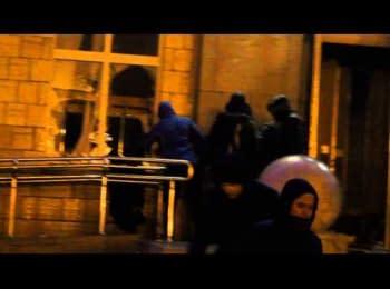 Черкащани беруть штурмом ОДА/  Capture the Cherkase Regional State Administration 23 january 2014