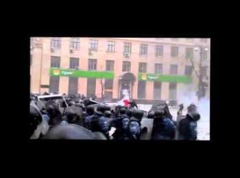 """Протестувальники """"видерли"""" з рук Беркута затриманого на Європейській пл."""