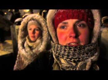 Дівчата встали перед щітками ВВ МВС на вул.Грушевського