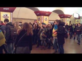 Люди в метро співають Червону Руту