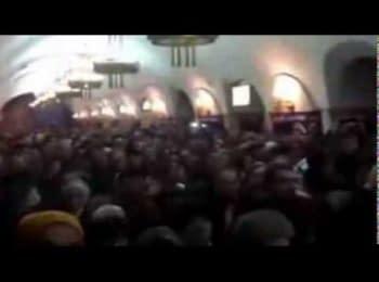 Українці співають гимн у метро