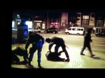 """Беркут б""""є ногами в голову протестувальника на Майдані"""