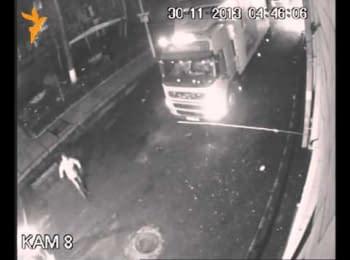 Побиття Беркутом активістів (відео з камер спостереження)