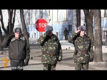 Військовослужбовці віддали честь протестувальникам / Soldiers saluted the protestors