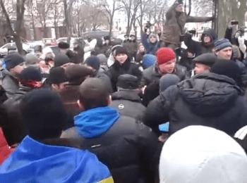 Драка на Євромайдані в Луганську / A fight on the Euromydan in Lugansk