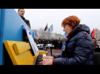 Кіровоград. Піаніно на Майдані / Kirovograd. Piano on the Maydan