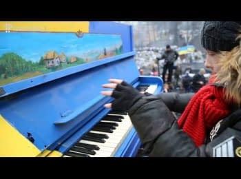 Руслана та піаністи-віртуози влаштували концерт на барикадах на Грушевського / Ruslana and other virtuoso pianists played a concert at the barricades at Hrushevskoho str.