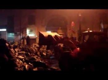На вулиці Грушевського частково розібрали барикади / On the  Hrushevskoho street were partially dismantled  barricades