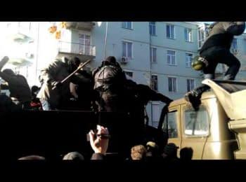 Штурм барикади біля Будинку Офіцерів / Attack on Barricade near Officers' Club