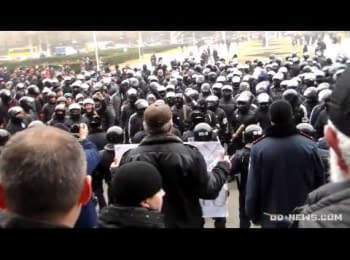 Жорстка бійка в Одесі: сотні «тітушок» з бітами напали на активістів Євромайдану / Brutal fight in Odessa: Hundreds of «titushky» with bats attacked Euromaydan activists