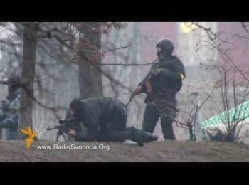 Силовики стріляють бойовими патронами