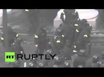 Утренняя атака протестующих, 20.02.2014
