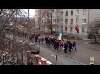 Люди Бердичева збираються на Майдан (19.02.2014)