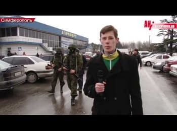 Unknown military blocking  airports in the Crimea