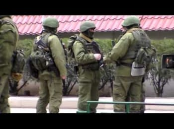 Репортаж из Балаклавы. Блокирование украинских военных, 01.03.2014