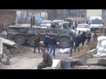 Українські морські піхотинці виганяють «самооборону»