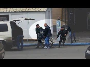 Бандити, які грабували Associated Press і стріляли по активістах