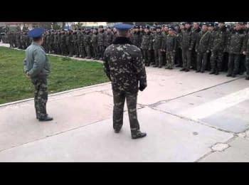 Звернення майора Бабія до особового складу в окупованій озброєними людьми військовій частині у Бельбеку