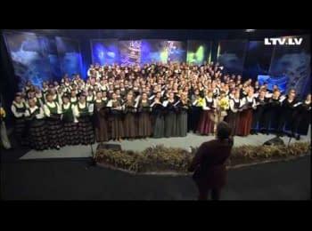 Латвійський хор співає гімн України