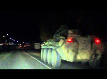 Колона бронетехніки у Феодосії (12.03.2014)