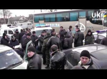 На українських військових напали невідомі в масках (13.03.2014)