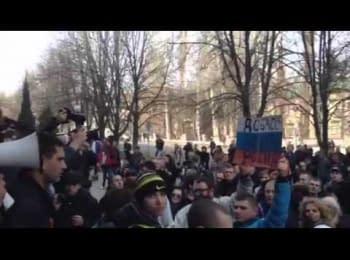 Сепаратисты штурмуют Управление СБУ в Донецке (15.03.2014)