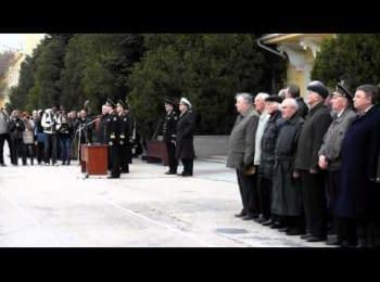 Курсанти захопленої академії ВМС виконали гімн України, 20.03.2014