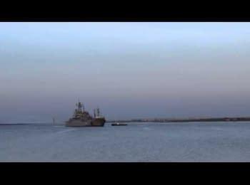 """Штурм десантного корабля """"Костянтин Ольшанський"""" (24.03.2014)"""