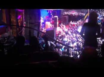 «Ляпіс Трубецкой» на концерті в Одесі подякував за вірність та мужність морякам з корабля «Ольшанський», 04.04.2014