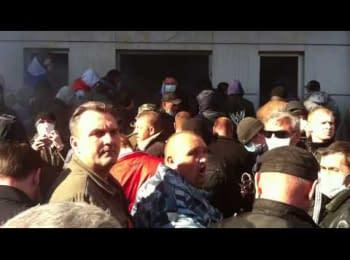 Луганськ, 06.04.2014. Штурм обласного управління СБУ