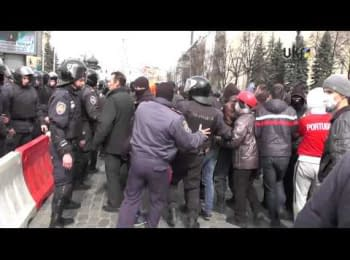Kharkiv, April 7, 2014. A fight between protesters in the square near the regional state administration (18+ Explicit language)