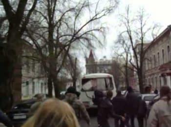 Агрессивно настроенные антимайданивцы напали на правоохранителей. Харьков, 08.04.2014 (18 + нецензурная лексика)