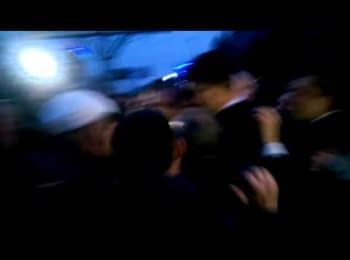 Михайла Добкіна освистали і ледь не побили у Луганську, 09.04.2014