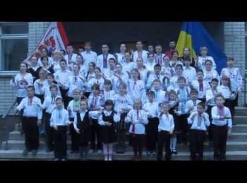 Дети с нарушением слуха жестами исполняют Государственный гимн Украины, г.Черкассы