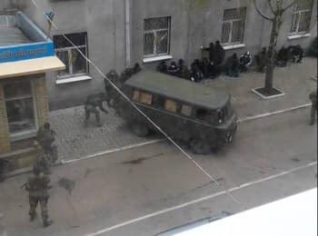 Вооруженные люди захватили отделение милиции в Славянске Донецкой области, 12.04.2014