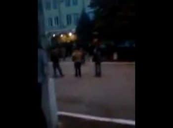 Озброєні люди захопили відділ міліції у Краматорську Донецької області, 12.04.2014 (18+ нецензурна лексика)