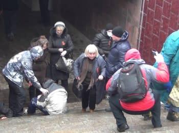 Проросійські мітингувальники напали на Евромайдан в Харкові, 13.04.2014 (18+ нецензурна лексика)