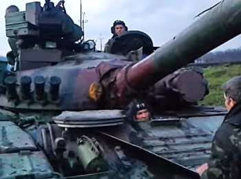 In Rodinskoye city (Donetsk region) locals stopped a tank, on April 14, 2014 (18+ Explicit language)