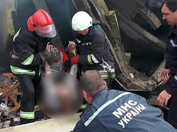 The rescue operation on a place of explosion of gas station in the city Pereyaslav-Khmelnytsky of Kiev region, 22.04.2014