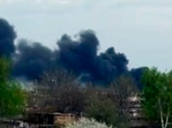 Pro-Russian checkpoint on fire in Slovyans'k, on April 24, 2014