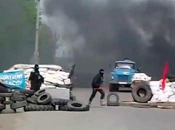 Повстанці тікають з блокпосту. Слов'янськ, 24.04.2014