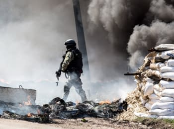 The Ukrainian security officers demolished the checkpoints in Slovyans'k, on April 24, 2014