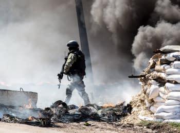 Украинские силовики зачистили блокпосты в Славянске, 24.04.2014