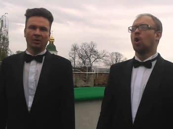 """Хор """"Киев"""" на фоне Лавры исполняет гимн Украины"""