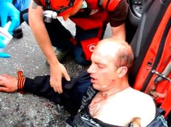 14 человек получили ранения во время столкновений участников шествия за единую Украину  и пророссийских активистов в Харькове, 27.04.2014 (18+ нецензурная лексика)