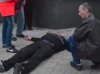 Мирний мітинг у Донецьку закінчився кривавою бійкою, 28.04.2014