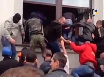 Сторонники федерализации захватили здание областной администрации в Луганске, 29.04.2014