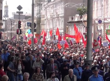 Kharkiv, 01.05.2014. Thousands of protesters under the red  banners