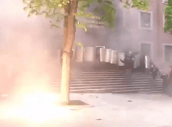 Storm the building of the regional Prosecutor's Office in Donets'k, on May 1, 2014 (18+ Explicit language)
